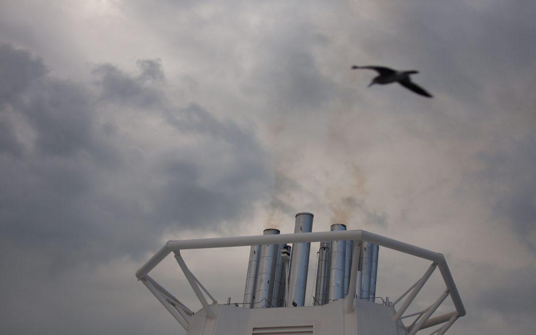 Ciudades flotantes con menos regulación ambiental que un buque de guerra
