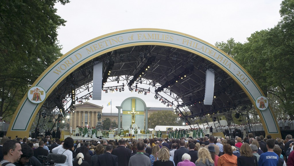 PHILADELPHIA, PA - SEPTEMBER 27: Pope Francis celebrates mass at the World Meeting of Families at Benjamin Franklin Parkway iSeptember 27, 2015 n Philadelphia, Pennsylvania. This is the final day of a five-day trip to the USA, which includes stops in Washington DC, New York and Philadelphia, after a three-day stay in Cuba. Pope Francis added the Cuba visit after helping broker a historic rapprochement between Washington and Havana that ended a diplomatic freeze of more than 50 years. (Photo by CJ Gunther-Pool/Getty Images)