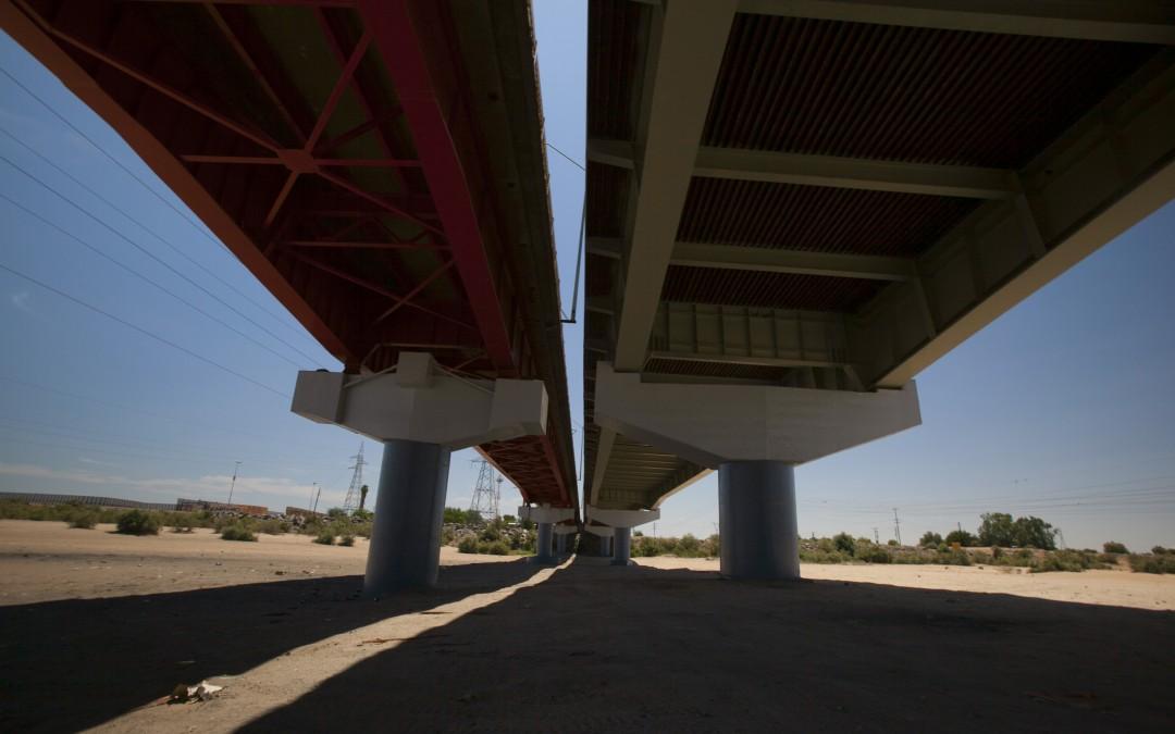Puente de San Luis de Río Colorado, sobre un cauce totalmente seco.